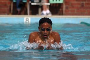 Jordan Selvin (10) swimming breaststroke. Photo by Eve Greenlow