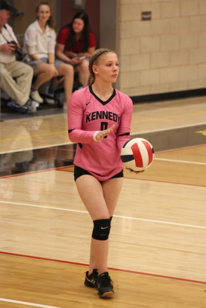 Jazmine Koehler prepares to serve. Photo by Carlos Sandoval, JFK Yearbook staff